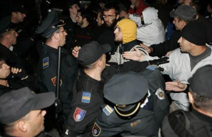 sar03_bosnia-violence-gays_