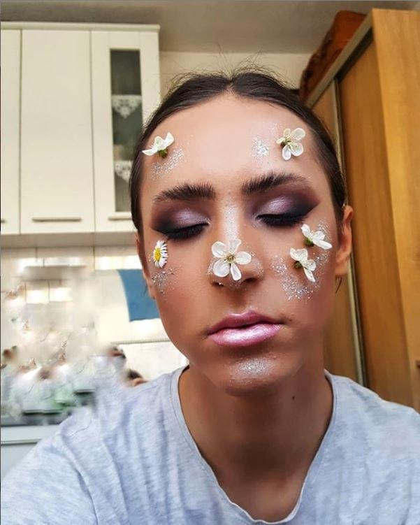 Amar, make up artist